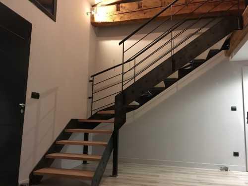 escalier-limons-lateraux-avec-garde-corps.jpg