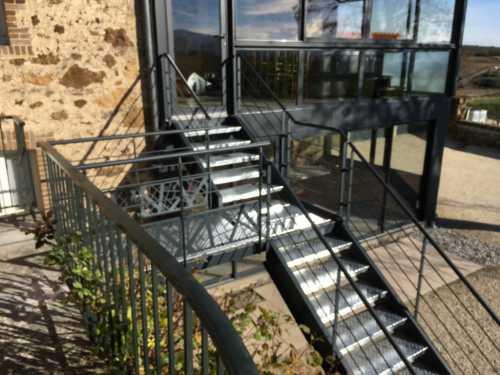 escalier-limons-lateral-exterieur.jpg