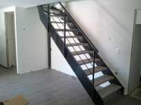 escalier-a-limons-lateraux-acier-brut.jpg