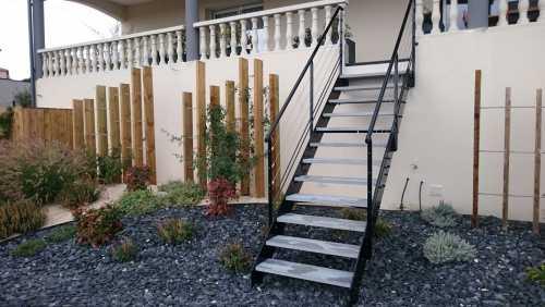 Escalier-exterieur-a-limons-lateraux-2.jpg