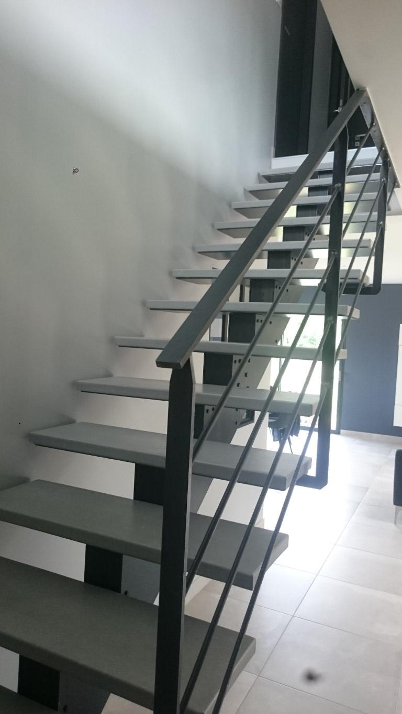 Escalier limon central cranté en kit