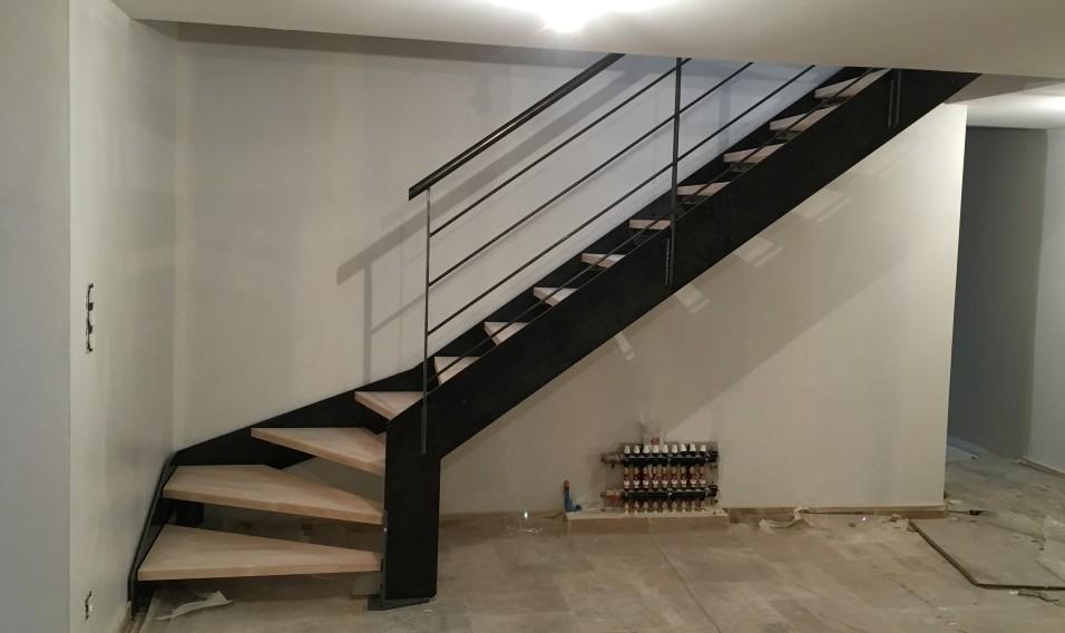 Escalier limons latéraux avec garde-corps