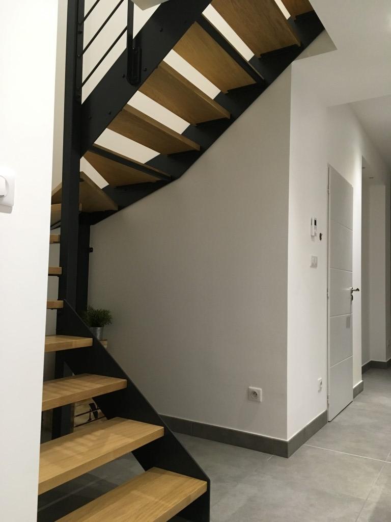 Escaliers limons latéraux bois moderne