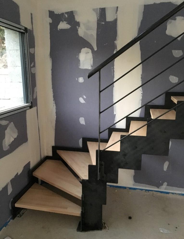 Escalier à limons latéraux crantés en acier