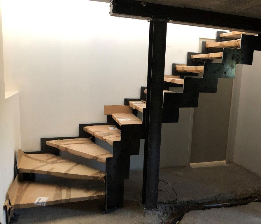 escalier limons latéraux crantés