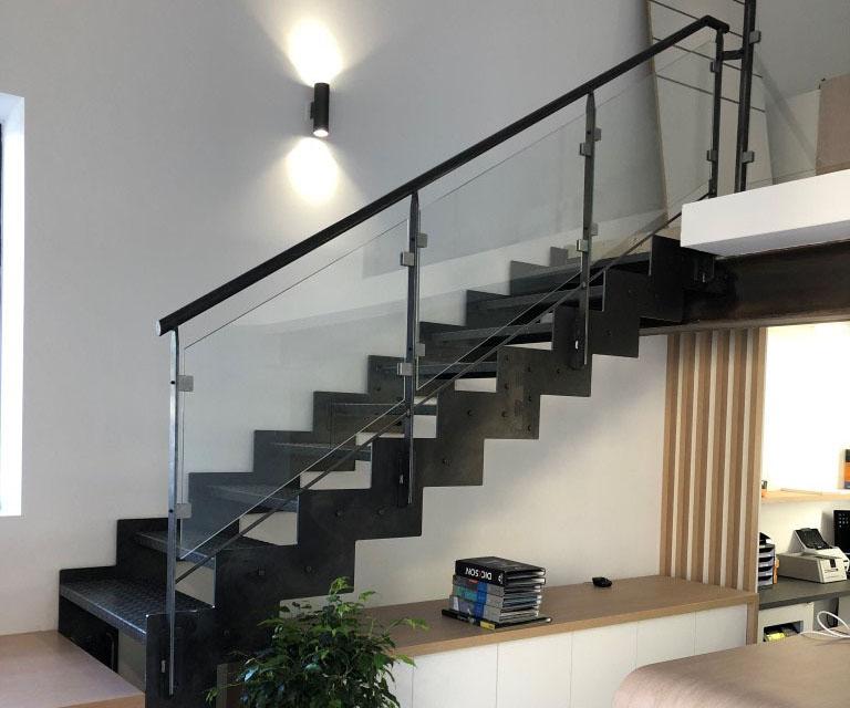 escalier limons latéraux droit